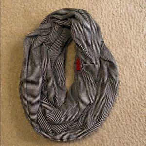 Black & White Stripe Loop Scarf